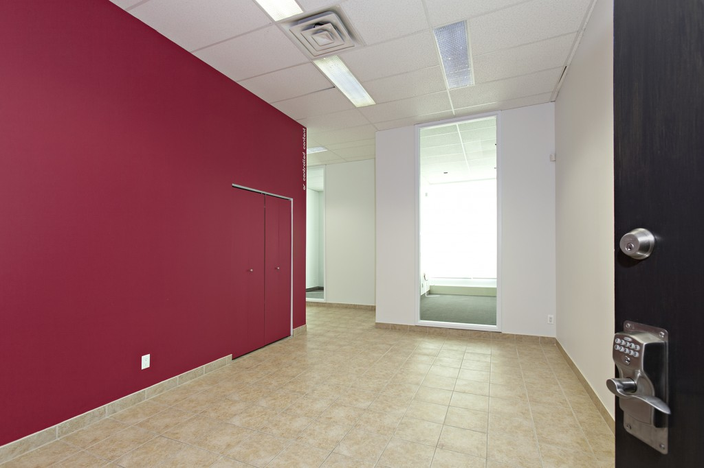 General office for rent in Ville St-Laurent - Bois-Franc at 750 Marcel Laurin - Photo 03 - RentersPages – L12792