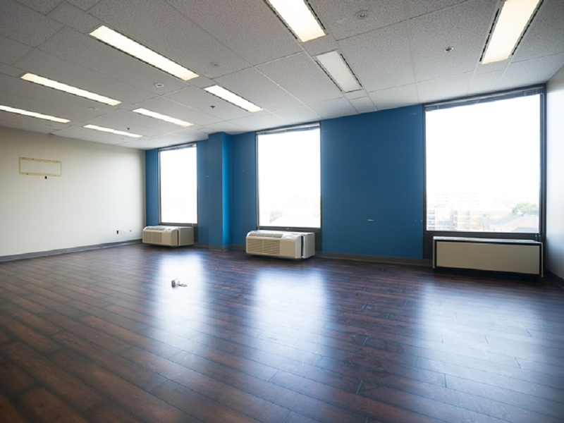 General office for rent in Cote-St-Luc at 5757-Cavendish - Photo 03 - RentersPages – L182910
