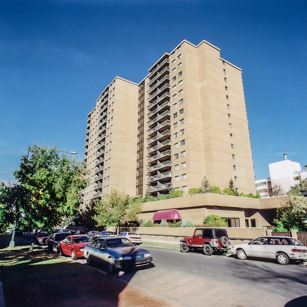 1 bedroom Apartments for rent in Calgary at Chelsea Estates - Photo 01 - RentersPages – L157308
