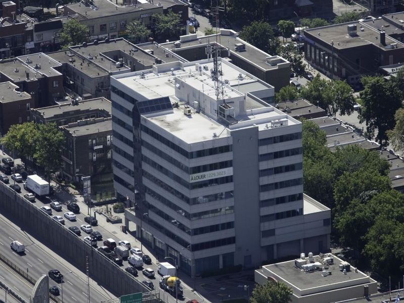 General office for rent in Cote-des-Neiges at 5160-Decarie - Photo 01 - RentersPages – L179951