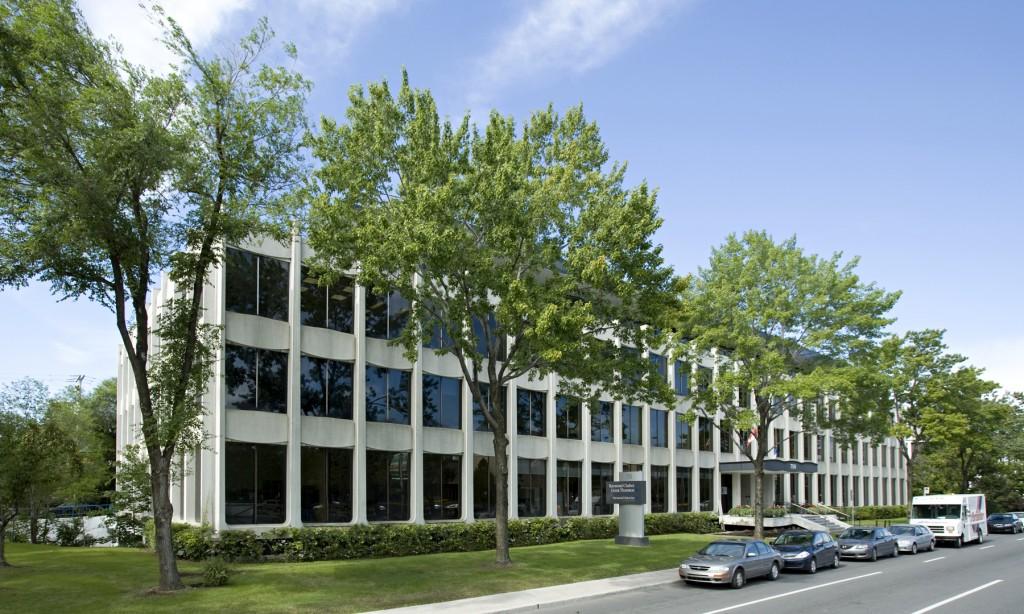 General office for rent in Ville St-Laurent - Bois-Franc at 750 Marcel Laurin - Photo 01 - RentersPages – L12787