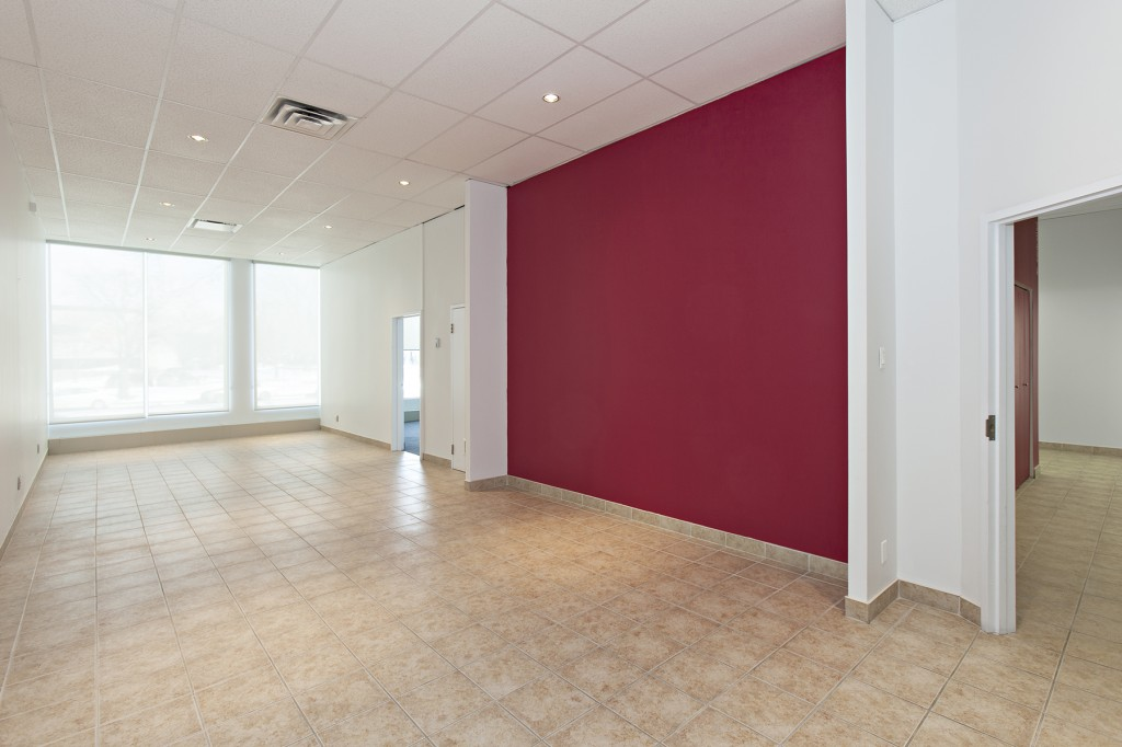 General office for rent in Ville St-Laurent - Bois-Franc at 750 Marcel Laurin - Photo 02 - RentersPages – L12787