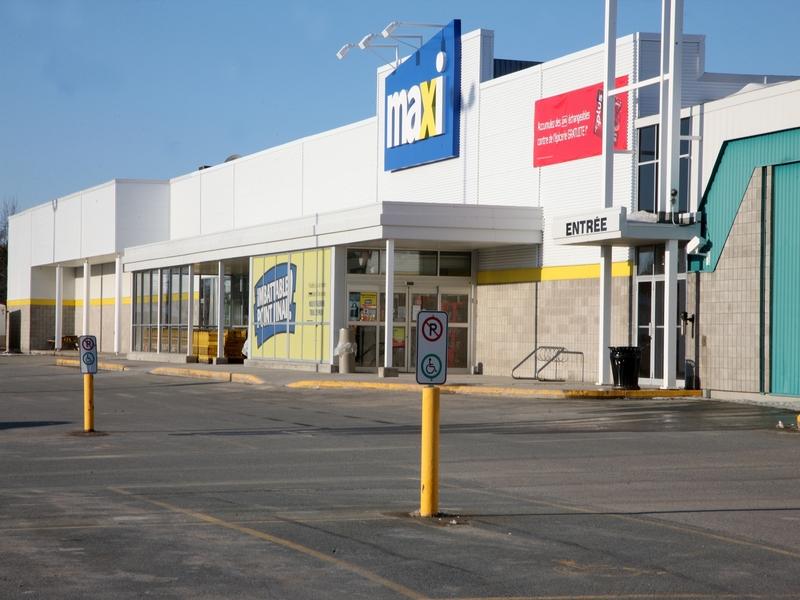 Shopping center for rent in La Sarre at Carrefour-La-Sarre - Photo 03 - RentersPages – L181064