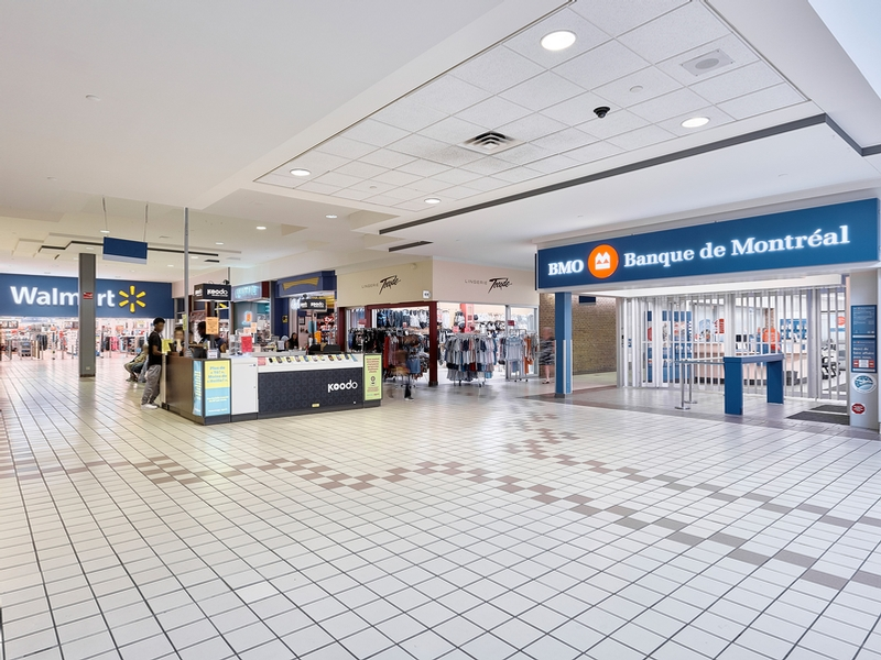 Shopping center for rent in Longueuil at Place-Desormeaux - Photo 09 - RentersPages – L182825