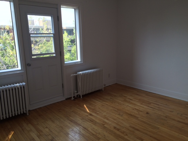 1 bedroom Apartments for rent in Cote-des-Neiges at 5690 Gatineau and 3510 Cote-Ste-Catherine - Photo 02 - RentersPages – L191708