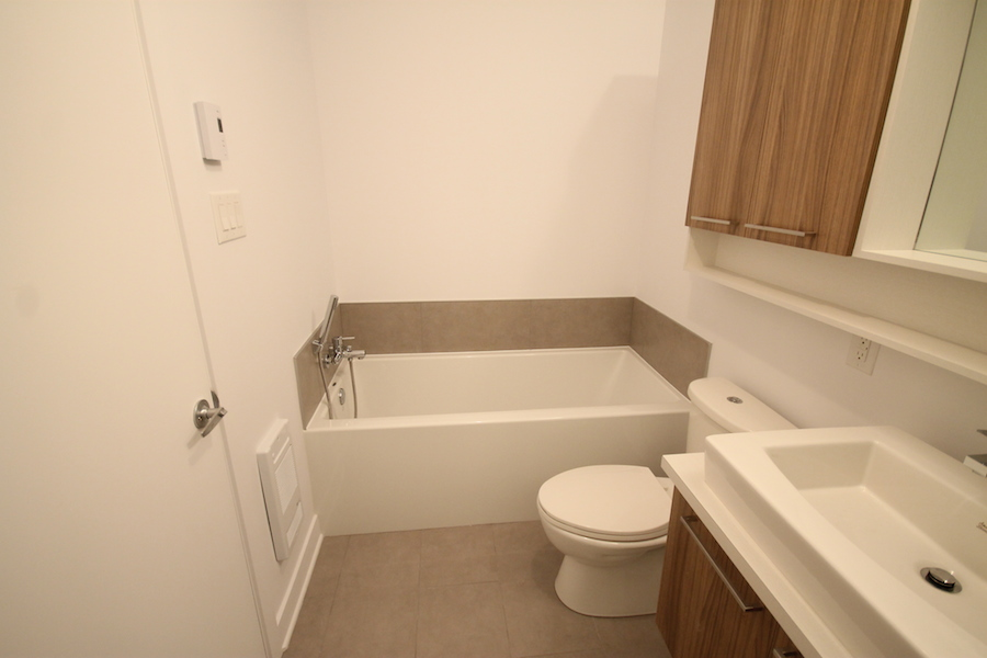 luxurious 1 bedroom Condos for rent in Montreal (Downtown) at 1255 de Bullion - Photo 06 - RentersPages – L119808