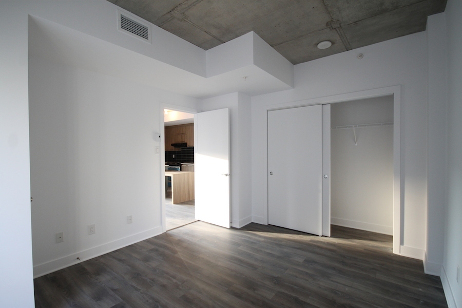 luxurious 1 bedroom Condos for rent in Montreal (Downtown) at 1255 de Bullion - Photo 10 - RentersPages – L119808