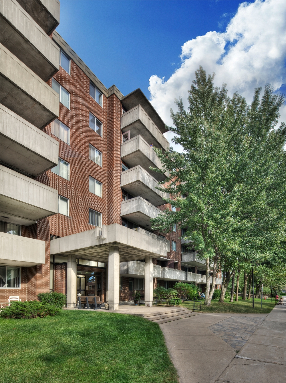 1 bedroom Apartments for rent in Kirkland at Promenade Canvin - Photo 03 - RentersPages – L9540