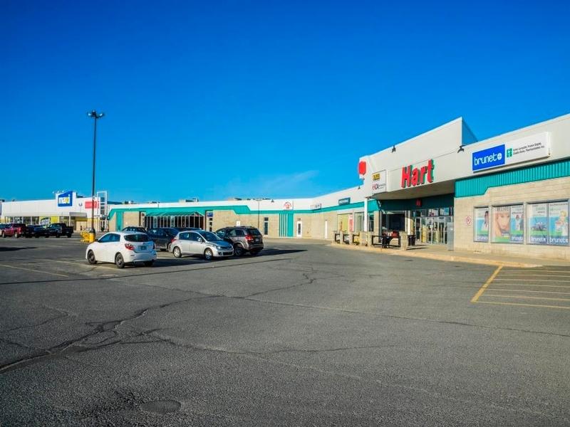 Shopping center for rent in La Sarre at Carrefour-La-Sarre - Photo 02 - RentersPages – L181061