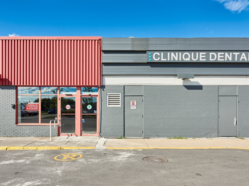 Shopping center for rent in Longueuil at Place-Desormeaux - Photo 01 - RentersPages – L182822