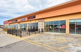 Shopping center for rent in Ville St-Laurent - Bois-Franc at Mega-Centre - Photo 01 - RentersPages – L181772