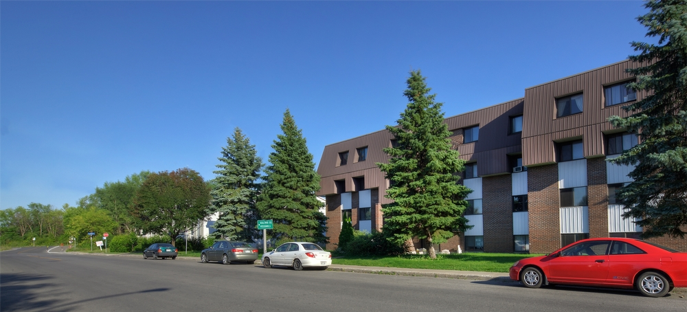 3 bedroom Apartments for rent in Laval at Place Renaissance - Photo 02 - RentersPages – L9534