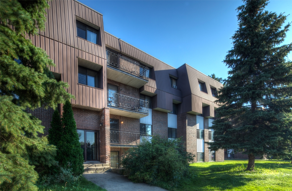 3 bedroom Apartments for rent in Laval at Place Renaissance - Photo 03 - RentersPages – L9534