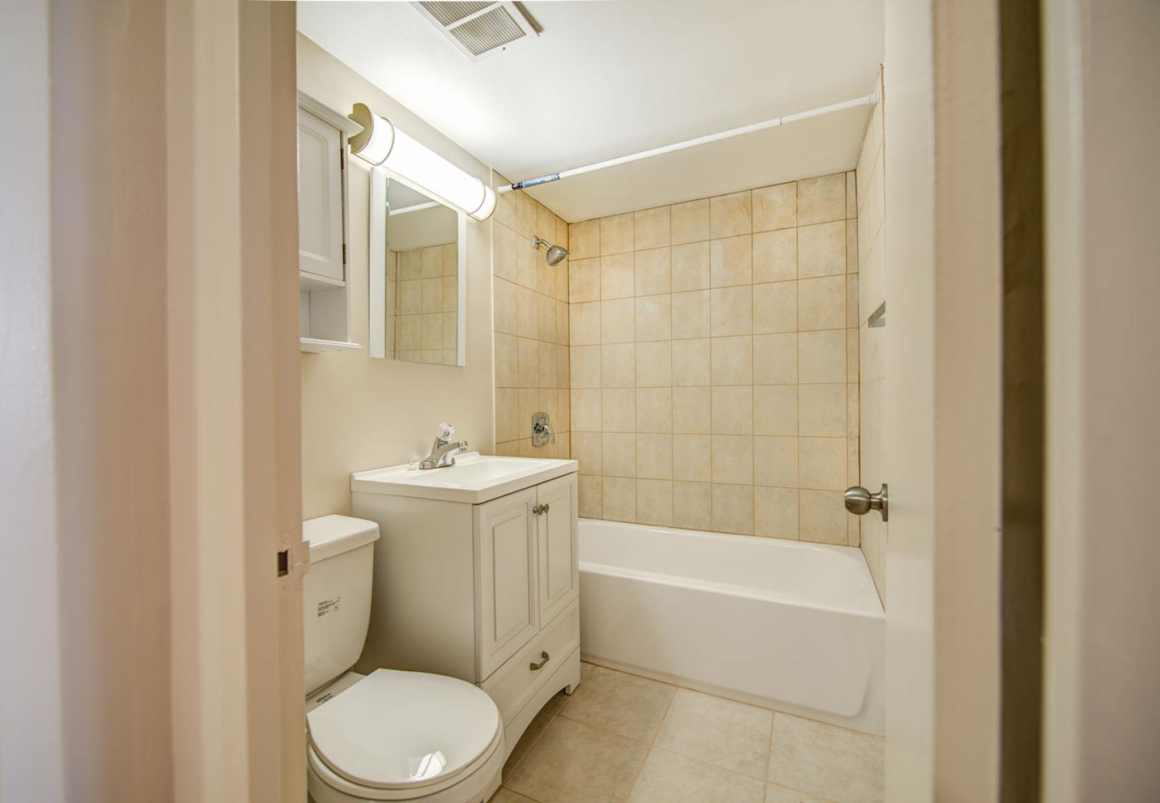 1 bedroom Apartments for rent in Toronto at Dunfield Tower - Photo 20 - RentersPages – L138879