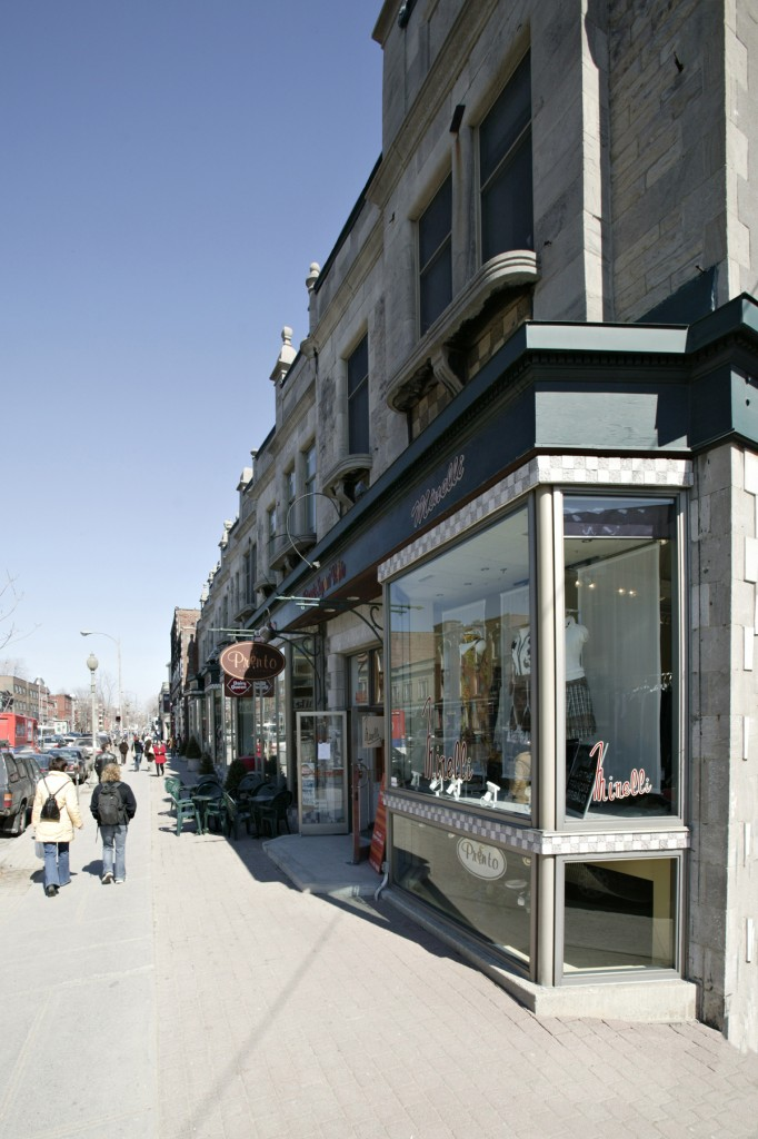 General retail space for rent in Westmount at 4868-4896 Sherbrooke West - Photo 04 - RentersPages – L12799