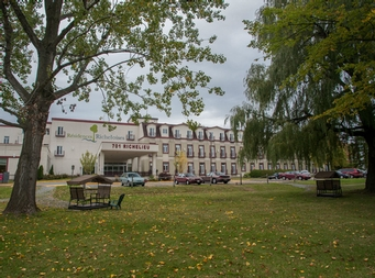 2 bedroom Independent living retirement homes for rent in McMasterville at Residences Richeloises - Photo 09 - RentersPages – L19508