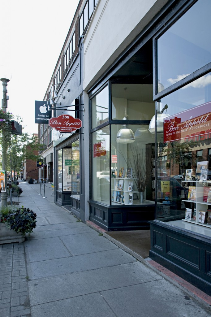 General retail space for rent in Westmount at 386-392 Victoria - Photo 02 - RentersPages – L12783