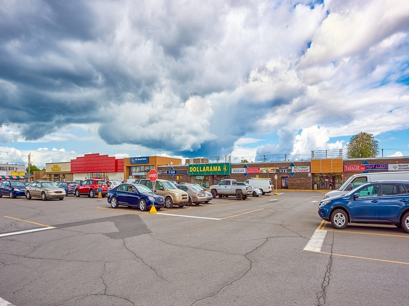 Shopping center for rent in Montreal-North at Forest-Shopping-Center - Photo 03 - RentersPages – L181755