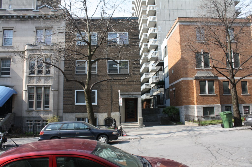 Studio / Bachelor Apartments for rent in Montreal (Downtown) at 2070 Chomedey - Photo 02 - RentersPages – L112096