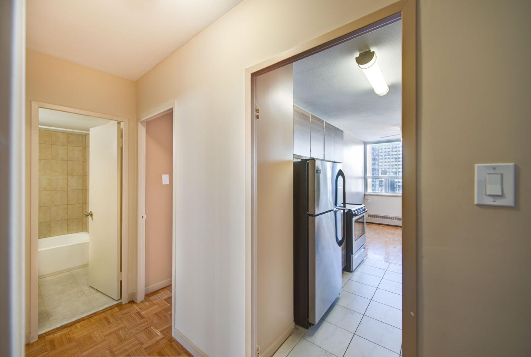 Studio / Bachelor Apartments for rent in Toronto at Dunfield Tower - Photo 17 - RentersPages – L138878