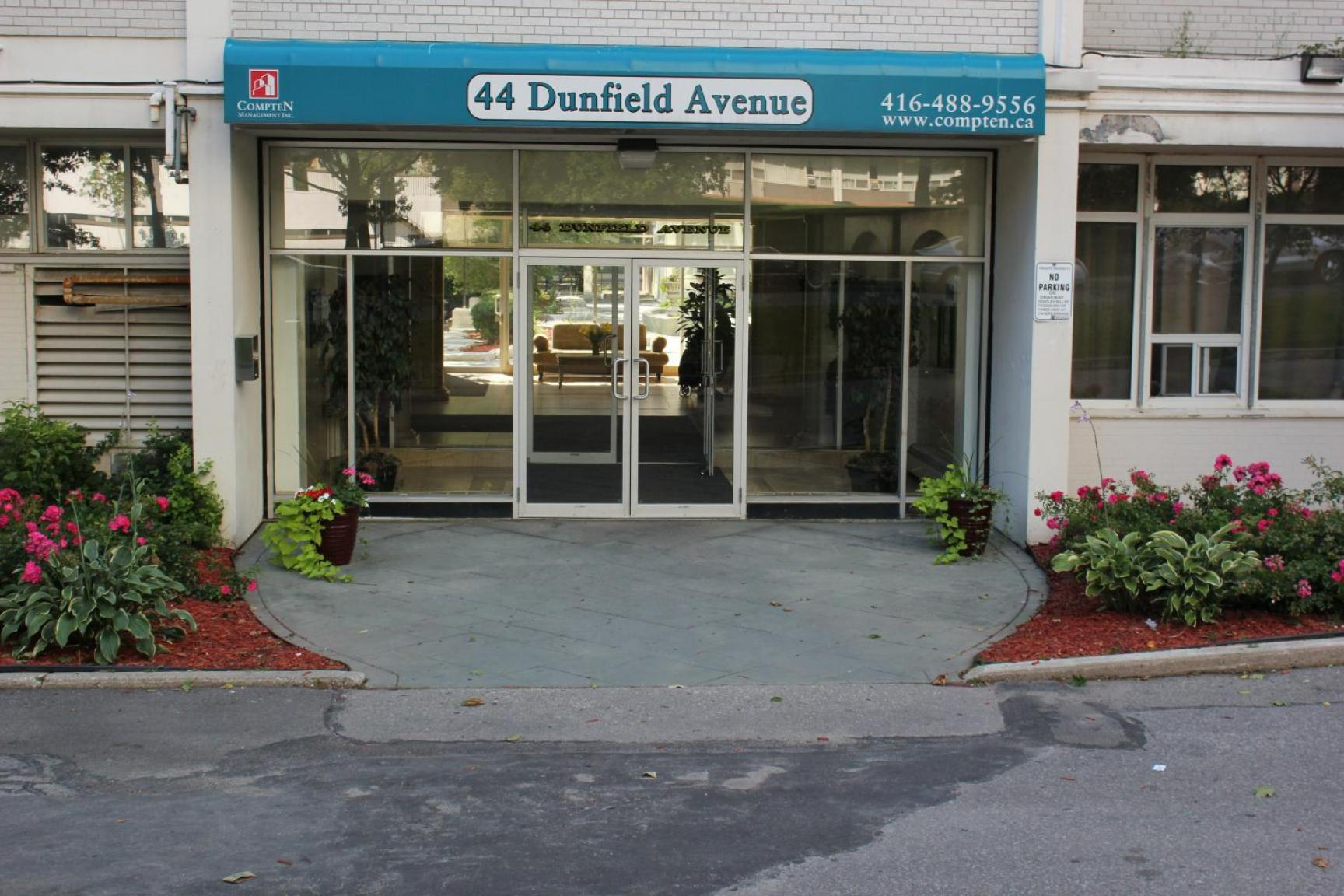 Studio / Bachelor Apartments for rent in Toronto at Dunfield Tower - Photo 01 - RentersPages – L138878