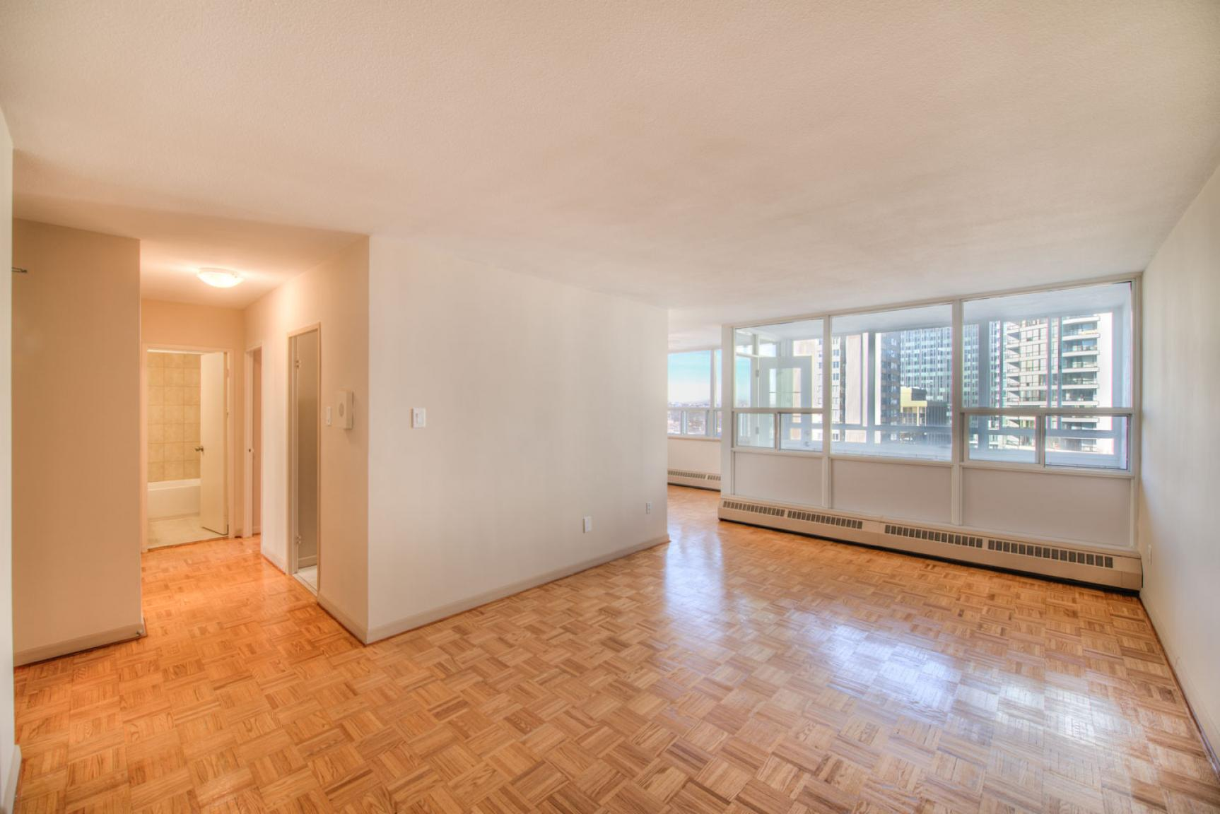 Studio / Bachelor Apartments for rent in Toronto at Dunfield Tower - Photo 08 - RentersPages – L138878