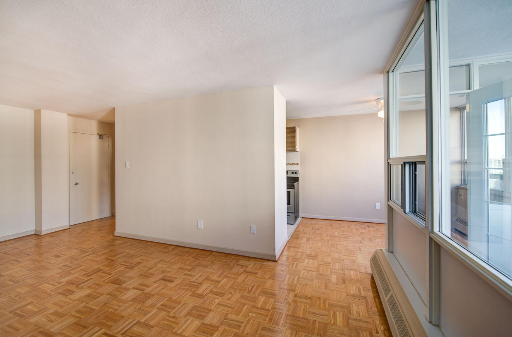 Studio / Bachelor Apartments for rent in Toronto at Dunfield Tower - Photo 09 - RentersPages – L138878