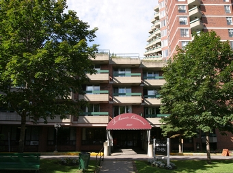 Studio / Bachelor Independent living retirement homes for rent in Outremont at Manoir Outremont - Photo 08 - RentersPages – L19530
