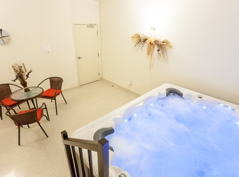 furnished 1 bedroom Independent living retirement homes for rent in Marieville at Les Jardins du Couvent - Photo 04 - RentersPages – L19500