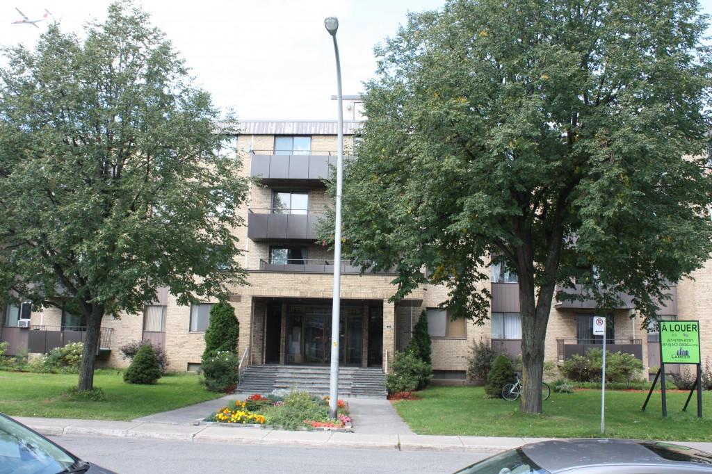 Studio / Bachelor Apartments for rent in Ville St-Laurent - Bois-Franc at 2775 Modugno - Photo 02 - RentersPages – L138864