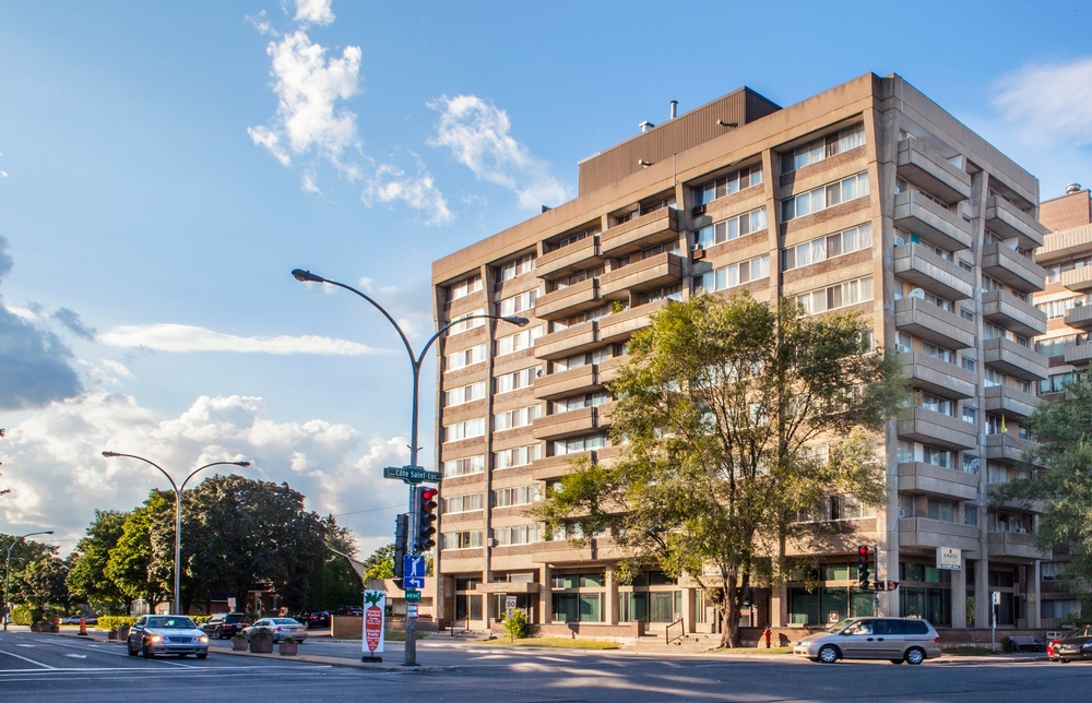 2 bedroom Apartments for rent in Cote-St-Luc at 5505 Cavendish - Photo 03 - RentersPages – L9518