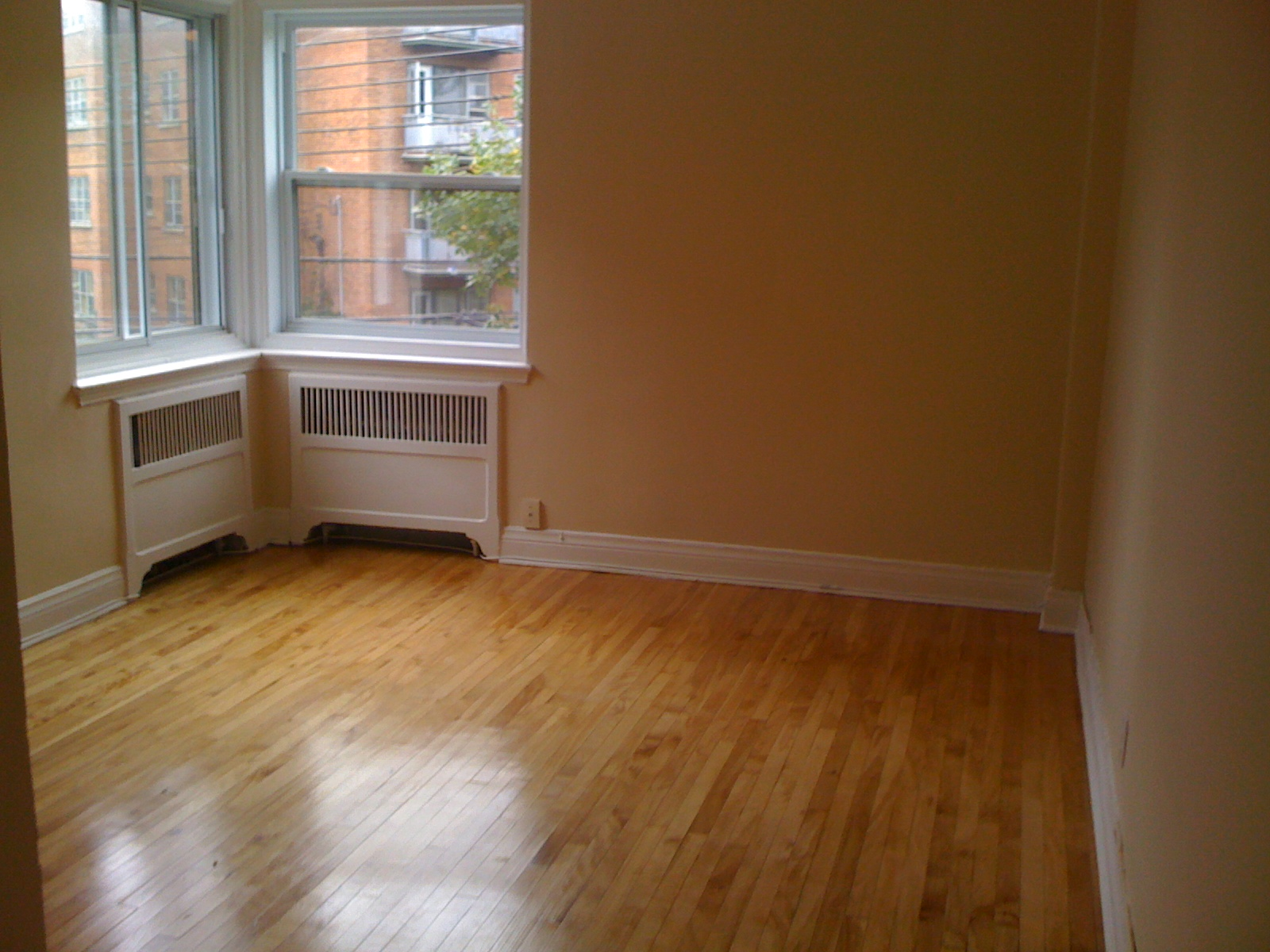 1 bedroom Apartments for rent in Cote-St-Luc at 5801-5805 CSL Road - Photo 01 - RentersPages – L27081