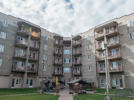 2 bedroom Independent living retirement homes for rent in Loretteville at Jardins Katerina - Photo 09 - RentersPages – L19550