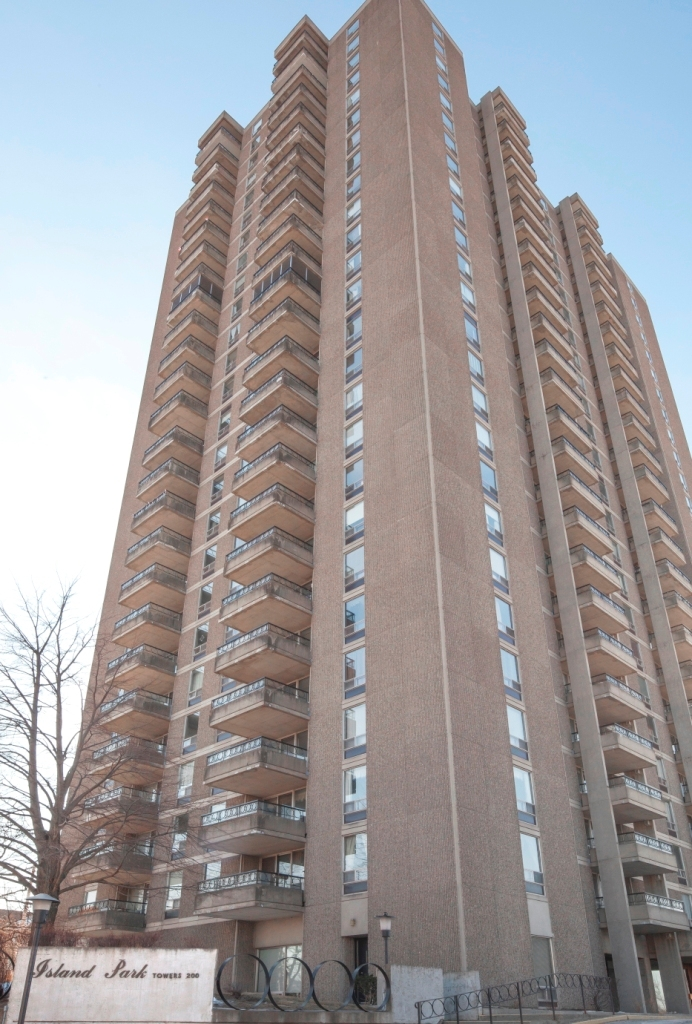2 bedroom Apartments for rent in Ottawa at Island Park Towers - Photo 02 - RentersPages – L23645